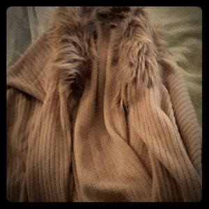 Waist length  shawl with soft imitation fur collar